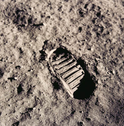 neil_armstrong_footprint1